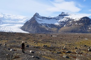 Sigríður Björgvinsdóttir stendur á sama stað 18. apríl 2015. Ljósmynd Snævarr Guðmundsson.
