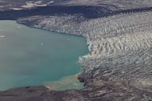 Mynd 1.  Breiðamerkurjökull og Jökulsárlón, 10. október 2014. Hlykkurinn á Esjufjallarönd.  Ljósmynd Snævarr Guðmundsson.