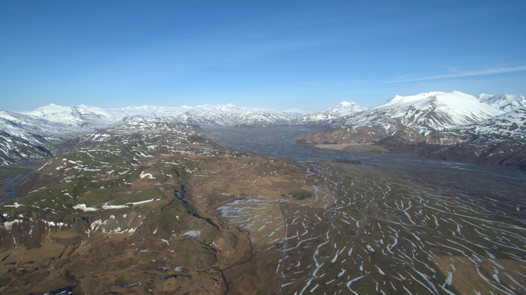 Útsýni til Lónsöræfa og Snæfells, í um 54 km fjarlægð, úr 500 m hæð yfir Lóni á Suðausturlandi. Mynd Einar Björn Einarsson, 17. mars 2016.