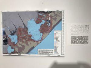 Kort af Breiðamerkursandi með línum sem sýna hvar jökulinn var á hverjum tíma.